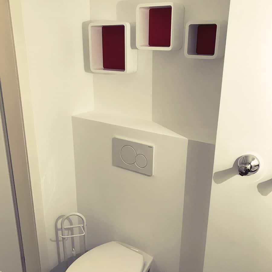 WC mit Toilettenbürste