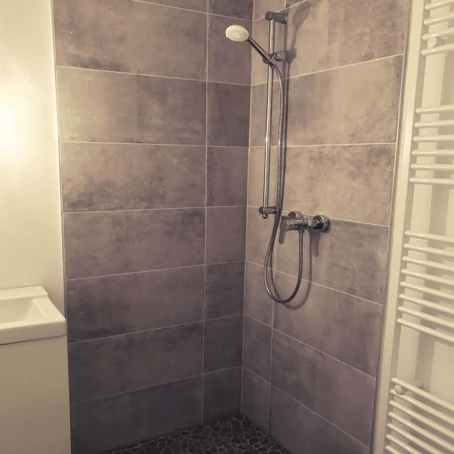 Dusche mit Handtuchhalter-Trockner