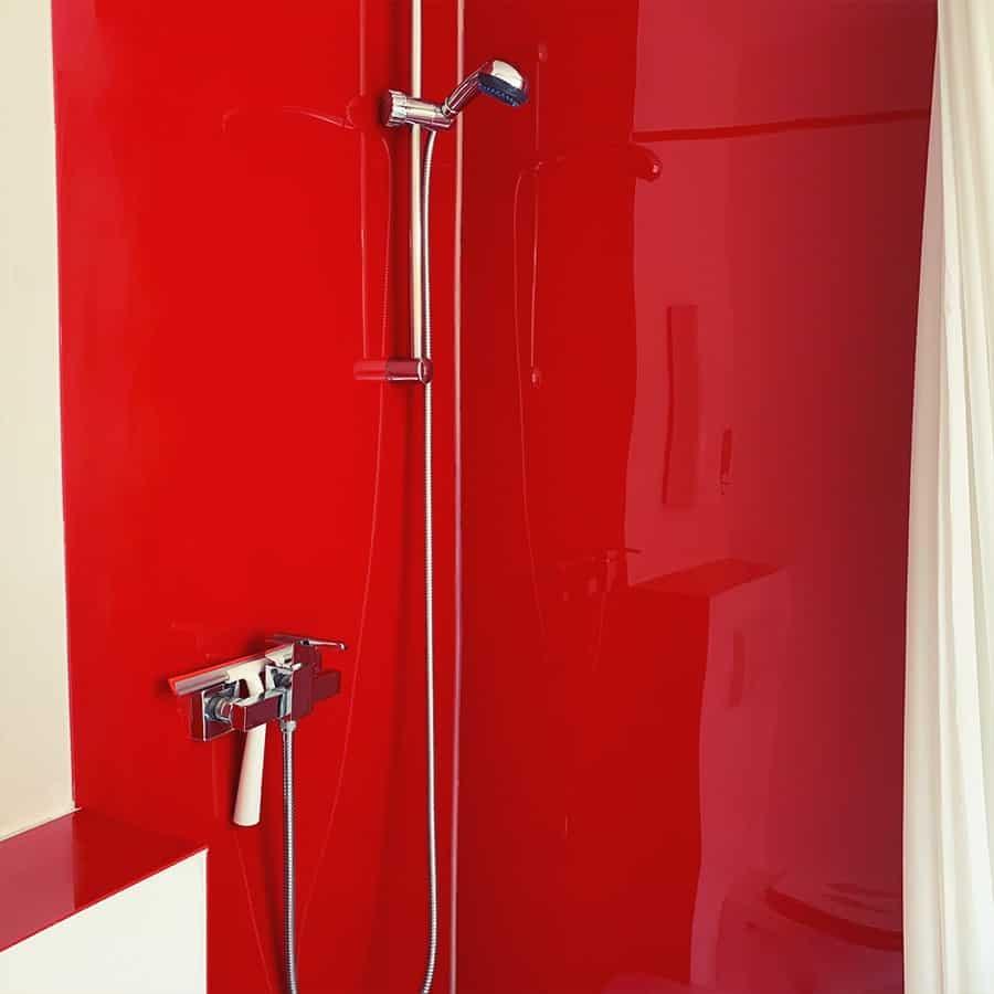 Dusche mit Vorhängen