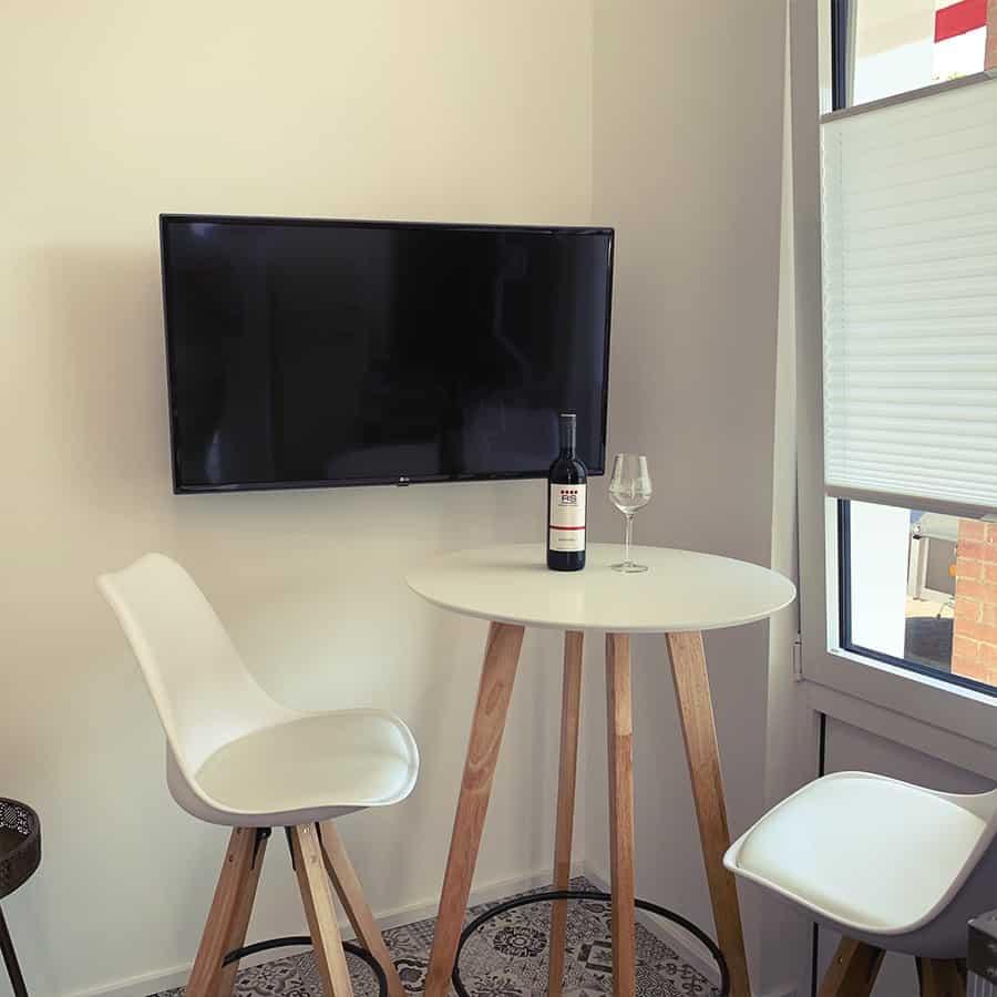 Wohn u. Essbereich mit TV